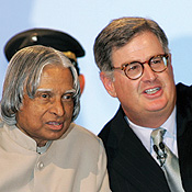 Indian President A.P.J. Abdul Kalam helps IBM CEO Sam Palmisano feel at home