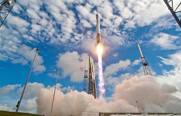 Secret Spy Satellite Takes Off: Stunning Images