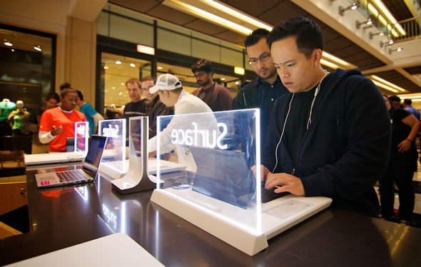 Microsoft Pop-Up Stores Vs. Apple Stores