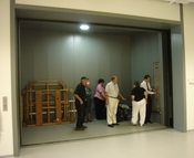A room-size elevator accommodates furniture and large objects.