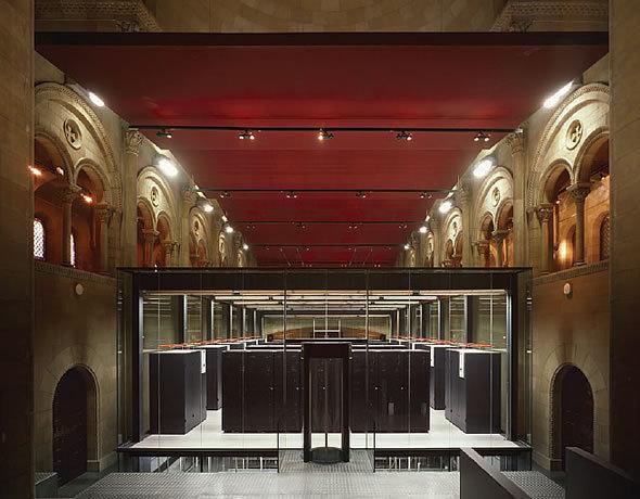 チャペルの中のスーパーコンピュータ(出典:Barcelona Supercomputing Center)